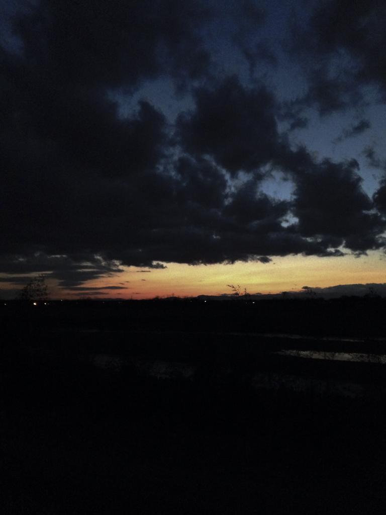 at dusk 2016/03/24
