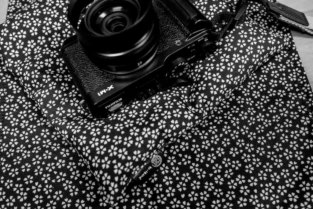ハクバの【カメラ ざ・ぶとん】と【カメララップ】