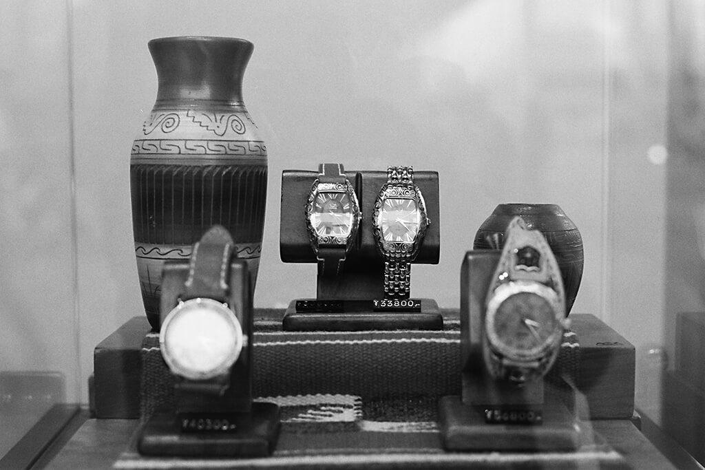Nikon F100, AF-S NIKKOR 50mm f/1.8G, FUJIFILM ACROS, ショーウィンドウ